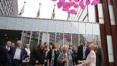 http://www.noticiasdegipuzkoa.com/2015/10/20/sociedad/gipuzkoa-se-vuelca-con-las-afectadas-por-cancer-de-mama