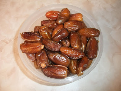 whole dates, eat in container, california, rasins, with seeds
