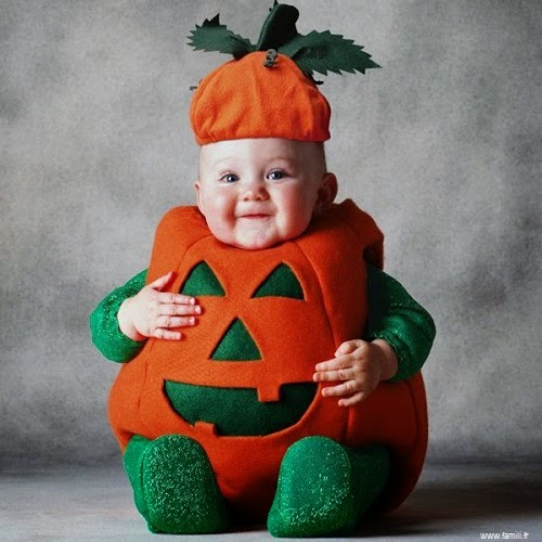 Photo bébé  mignon qui déguise pour la fête de  Halloween