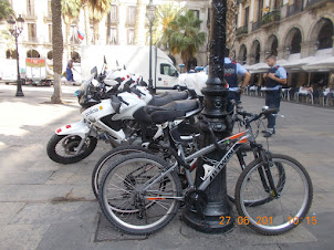 Cycles and police motorcycles at Placa Reial.