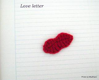 crochet lips applique