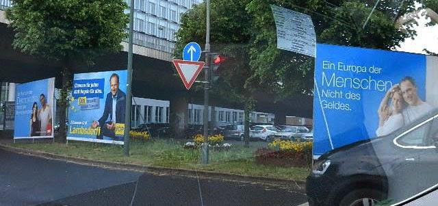 http://www.rp-online.de/nrw/staedte/duesseldorf/die-parteien-und-ihre-wahlplakate-aid-1.4205415
