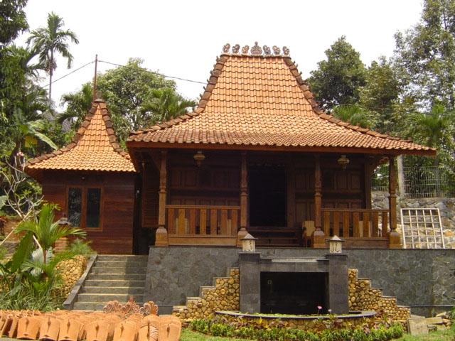 RumahAdat :Bangsal Kencono Dan Rumah Joglo.