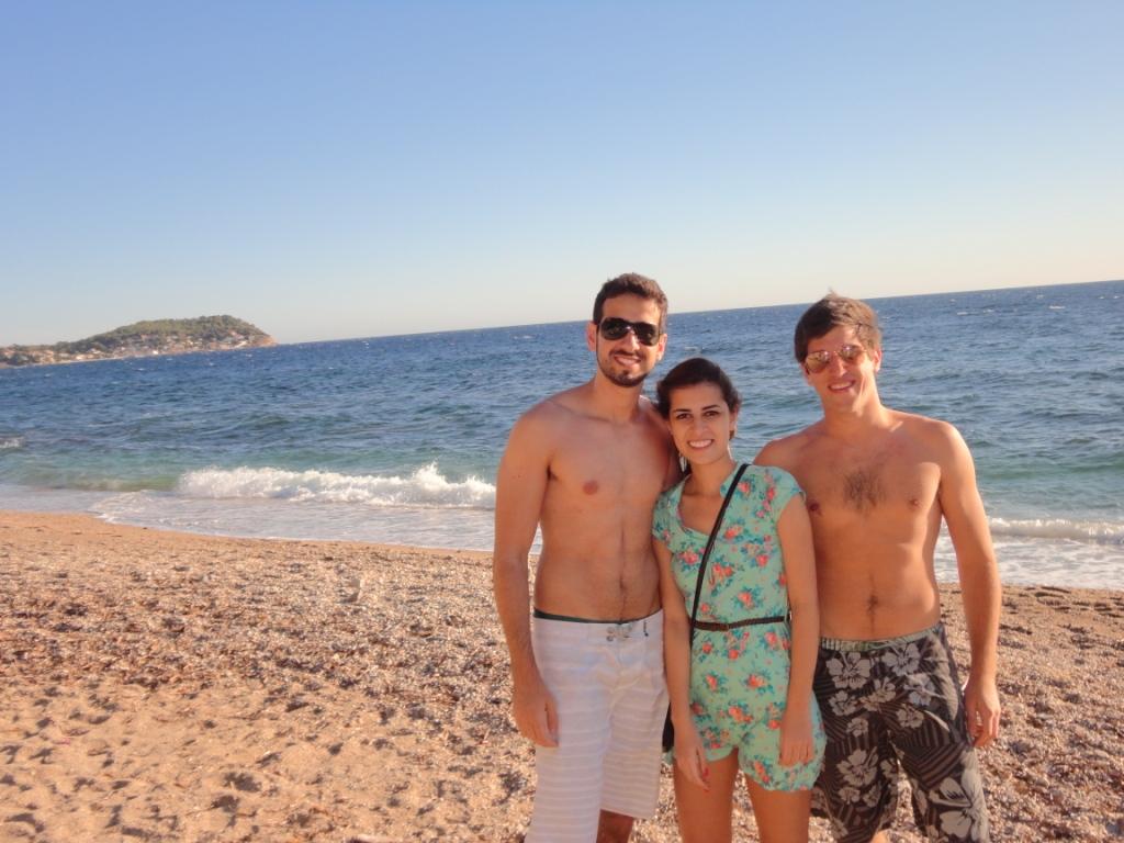 ir a uma praia de nudismo é no mínimo engraçado você fica tentando ...