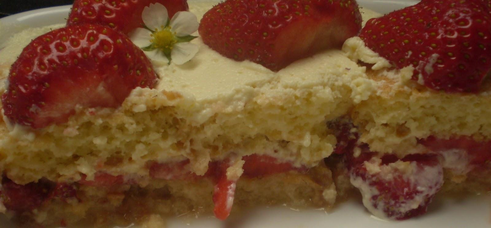 Tiramisu léger à la fraise et sirop de sureau