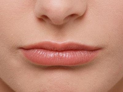 Cara Alami Menipiskan Bibir