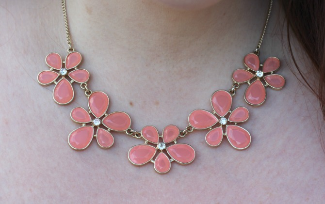 Dorothy Perkins flower necklace