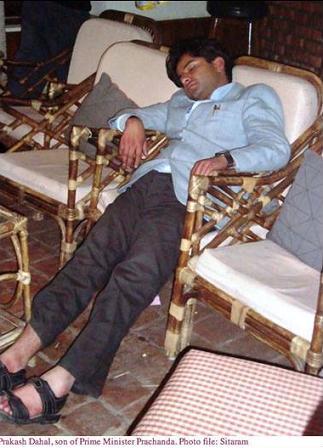 http://1.bp.blogspot.com/-pNid-3yKeto/UcA6POROYrI/AAAAAAAAIyQ/vDASTiKtbd0/s1600/prakash_dahal_sleep_on_chair.jpg