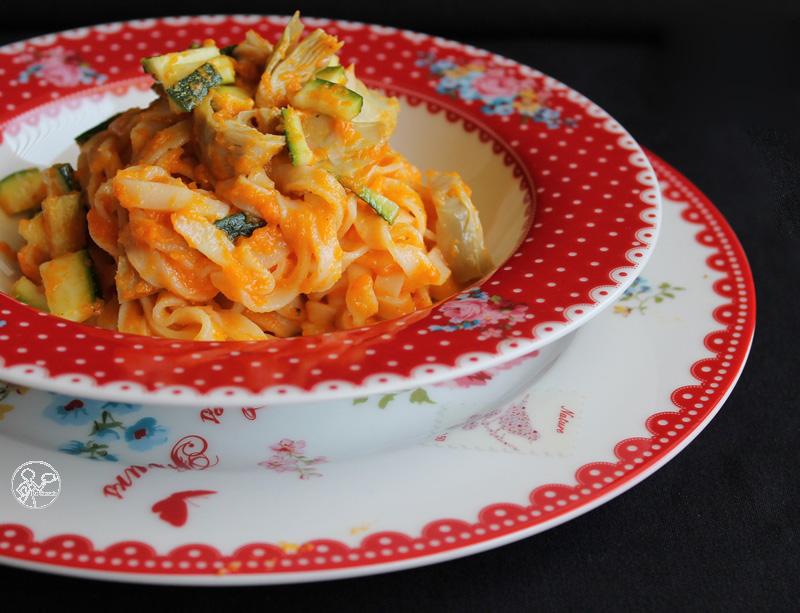tagliatelle con crema di zucca, zucchine e carciofini