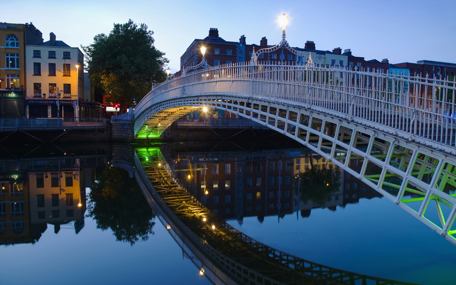 Ha' Penny Bridge Dublin