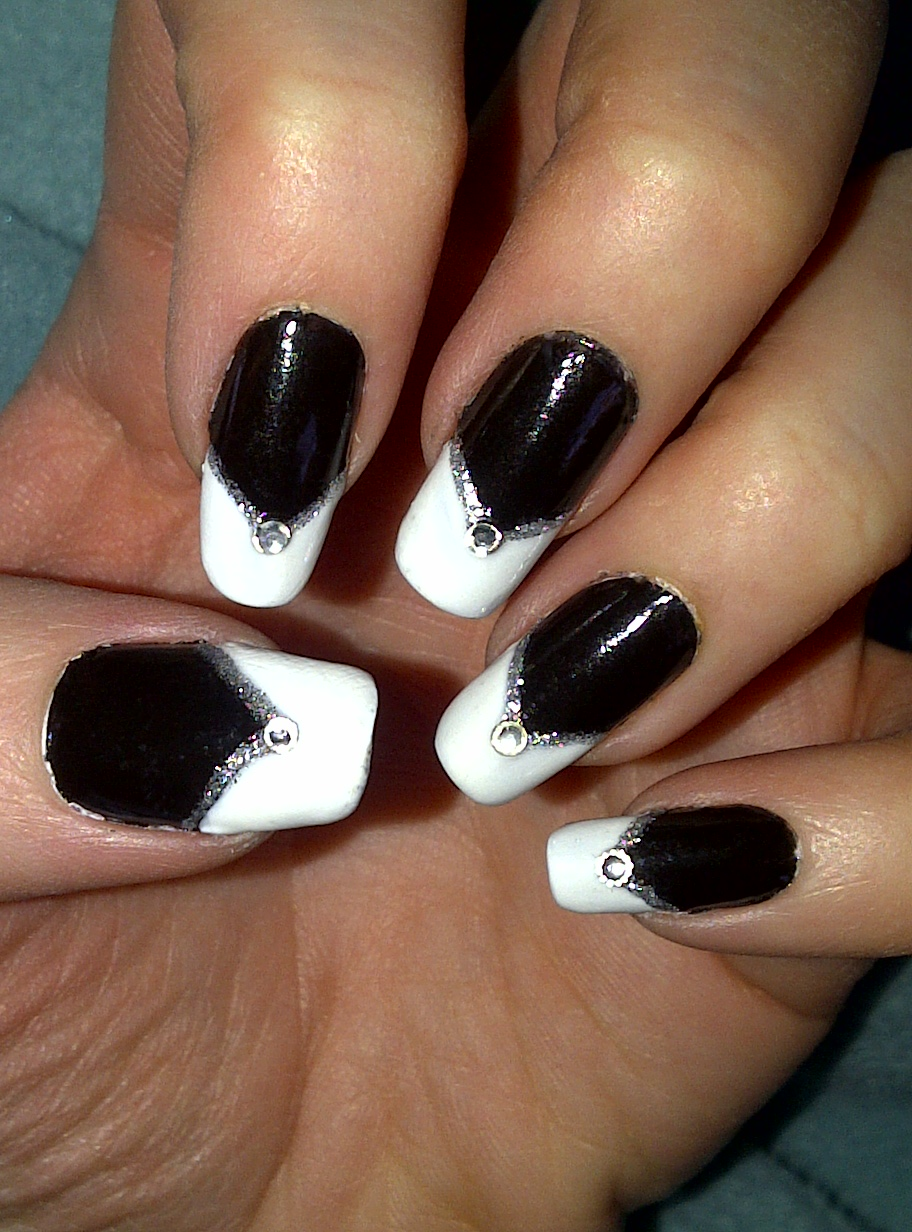 Black With White Triangle Tip And Gem