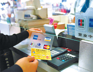 Credit card transaction, purchase with credit card, shopping with credit card