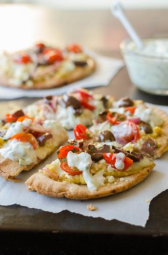 Pink Parsley: Greek Pita Pizzas