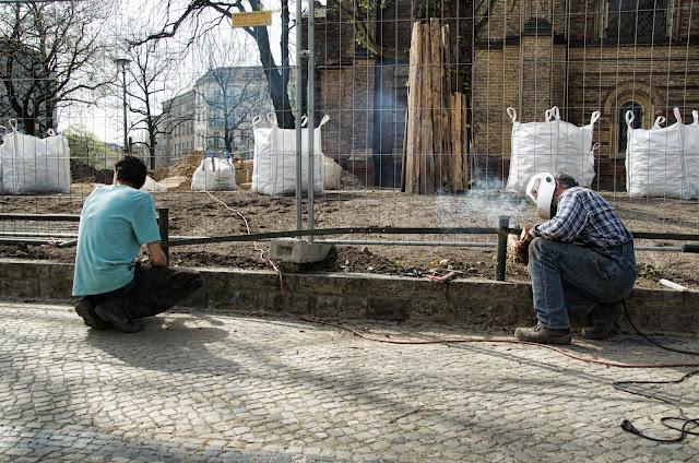 Baustelle Schweissarbeiten, Denkmalgerechte Erneuerung Zionskirchplatz, Kirche, Griebenowstraße 16, 10119 Berlin, 03.04.2014