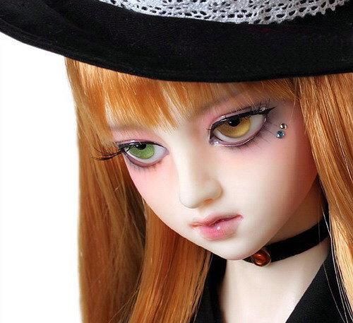 Rostro de bella muñeca gótica