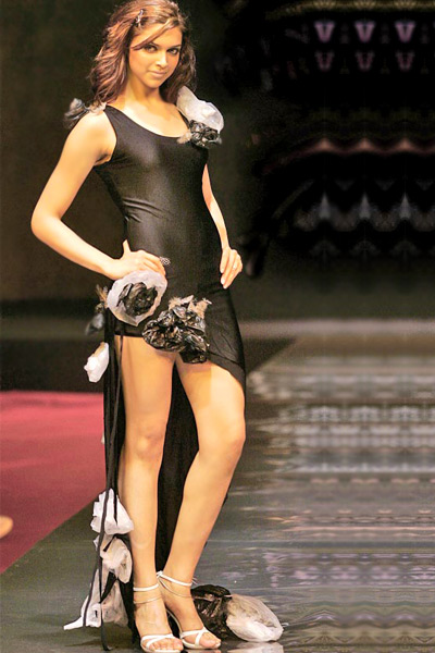 Deepika Padukone hot Legs