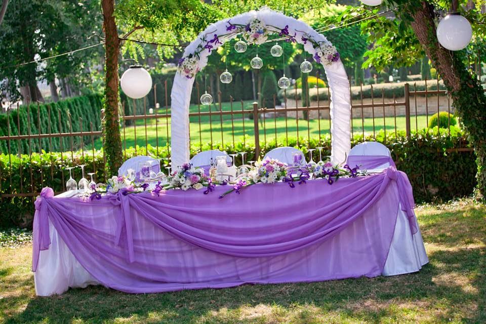 лилава декорация на сватба