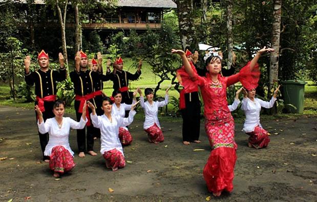 yakni salah satu tarian tradisional Indonesia yang berasal dari kebudayaan masyarakat et Tari Maengkat, Sejarah, Gerakan, dan Pembahasan Lengkap