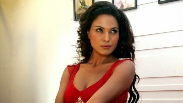Bollywood actress Veena malik photo gallery