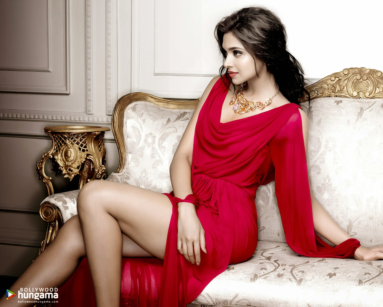 Deepika Padukone Wallpapers: Deepika Padukone Smooth Legs