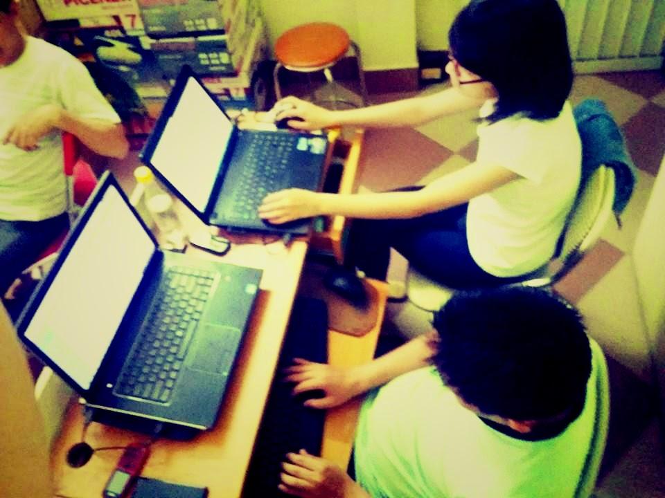 Hai chuyên viên tư vấn của Nội thất Kường Thịnh đang làm việc chăm chỉ