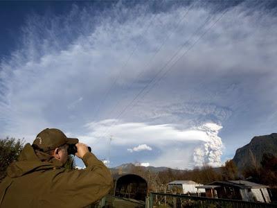 impactante foto del volcan chileno puyehue