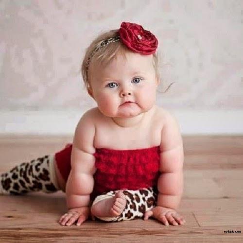 Photo de bébé adorable pour facebook