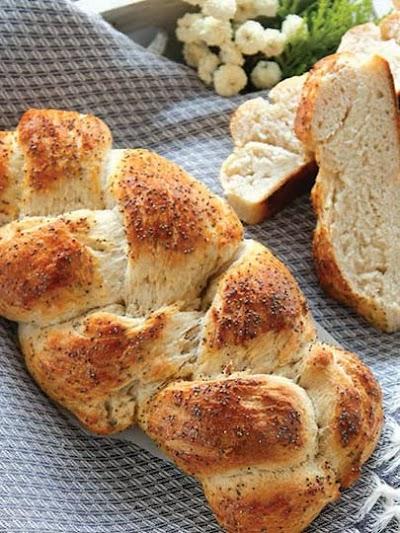 Lor peynirli örgü ekmek