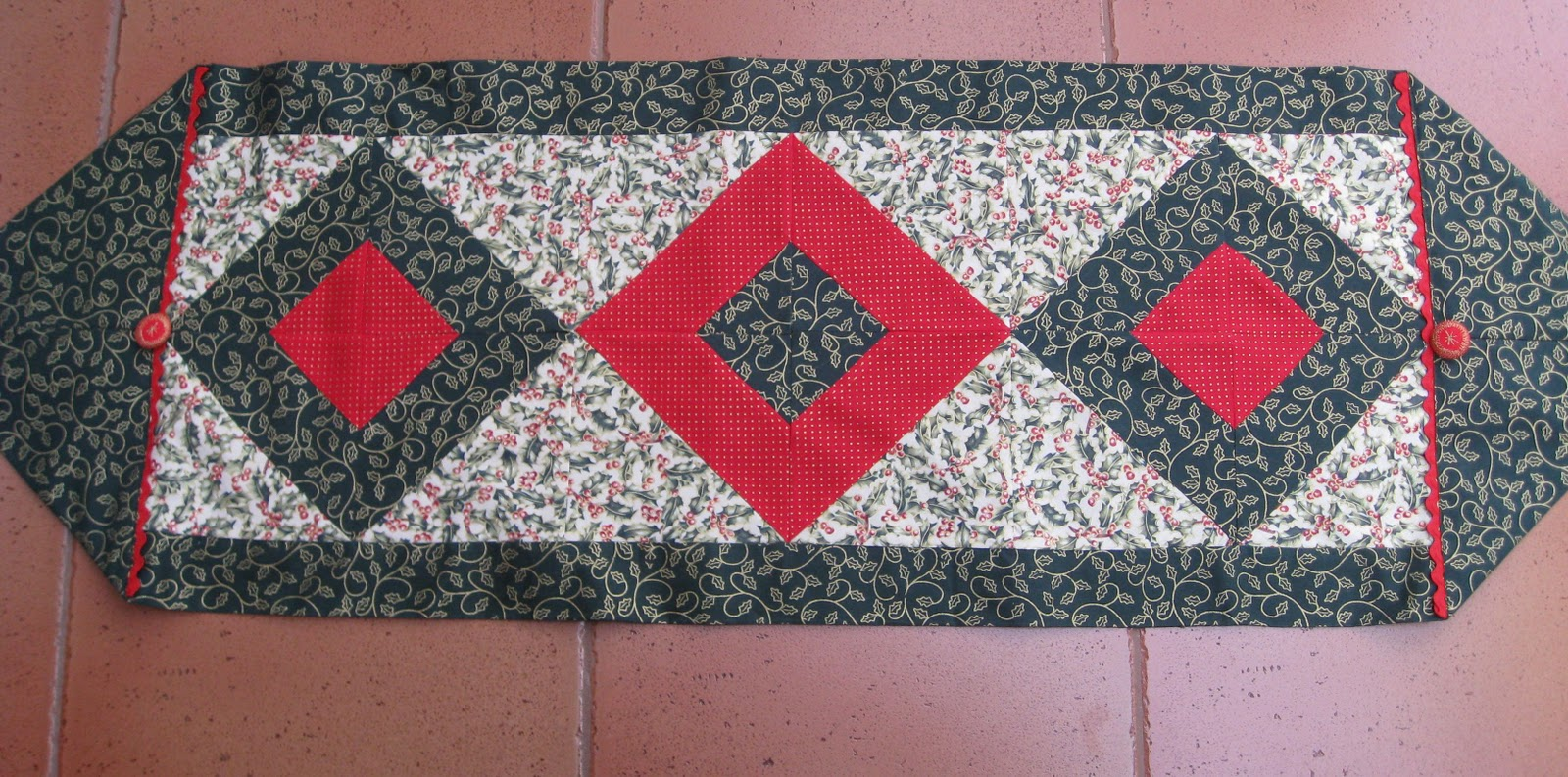 Vicki 39 s fabric creations tutorial pages for 10 minute table runner pattern