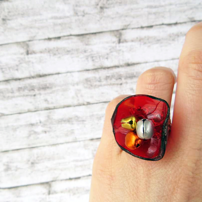 Ring with a recycled plastic poppy