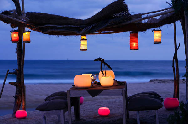 mesa de restaurante en la playa