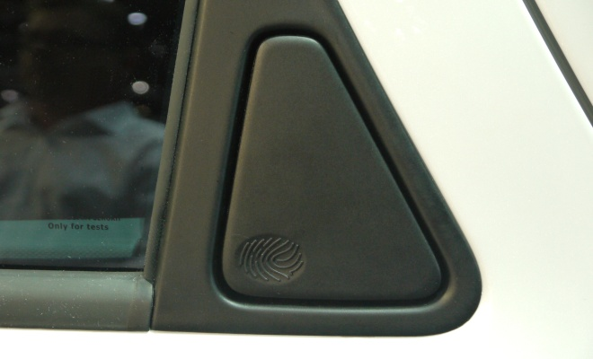 Renault Zoe ZE 2012 hidden rear door handle