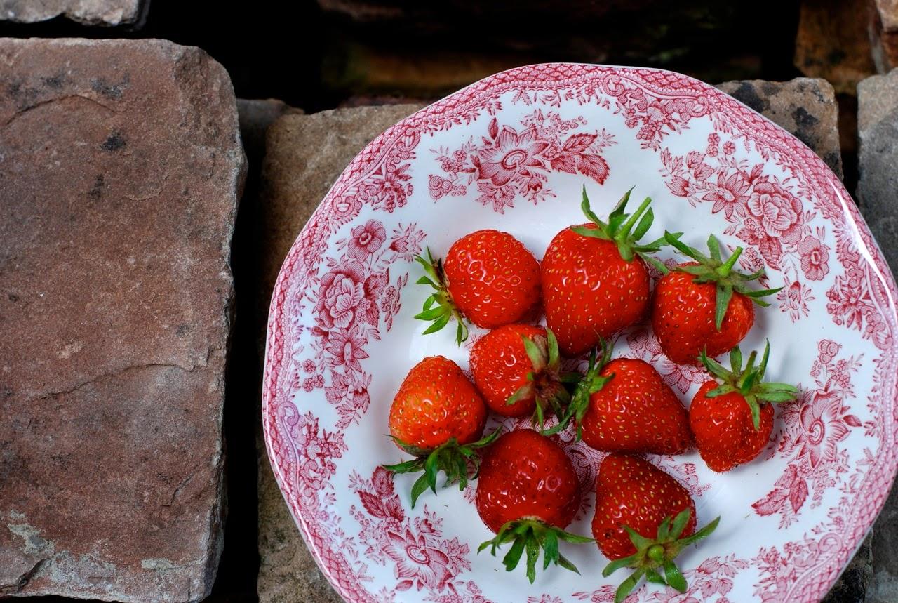 In de keuken: Salade met aardbeien, groene asperges en halloumi