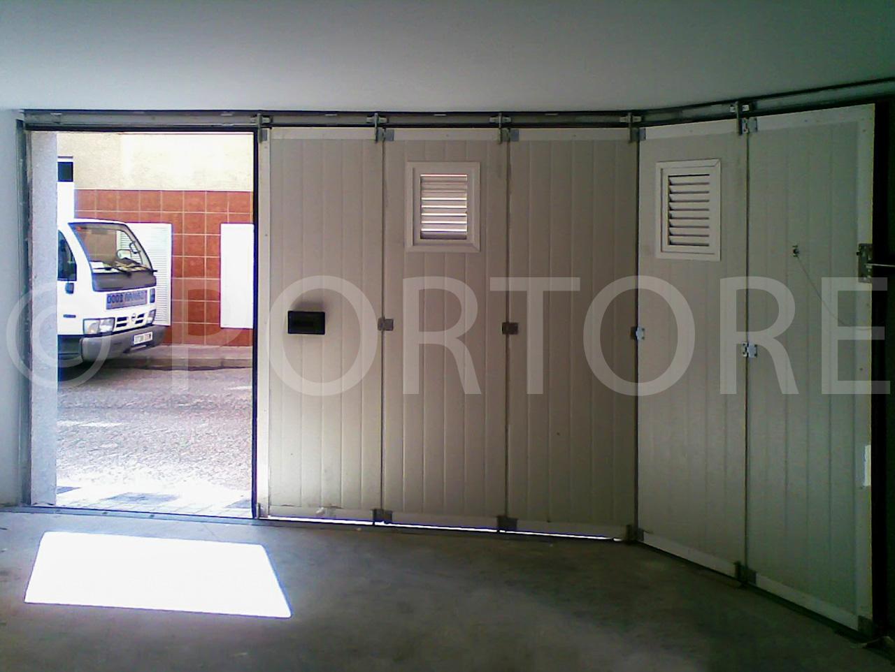 Portore s a puerta corredera curva de panel sandwich for Herrajes puertas correderas garaje