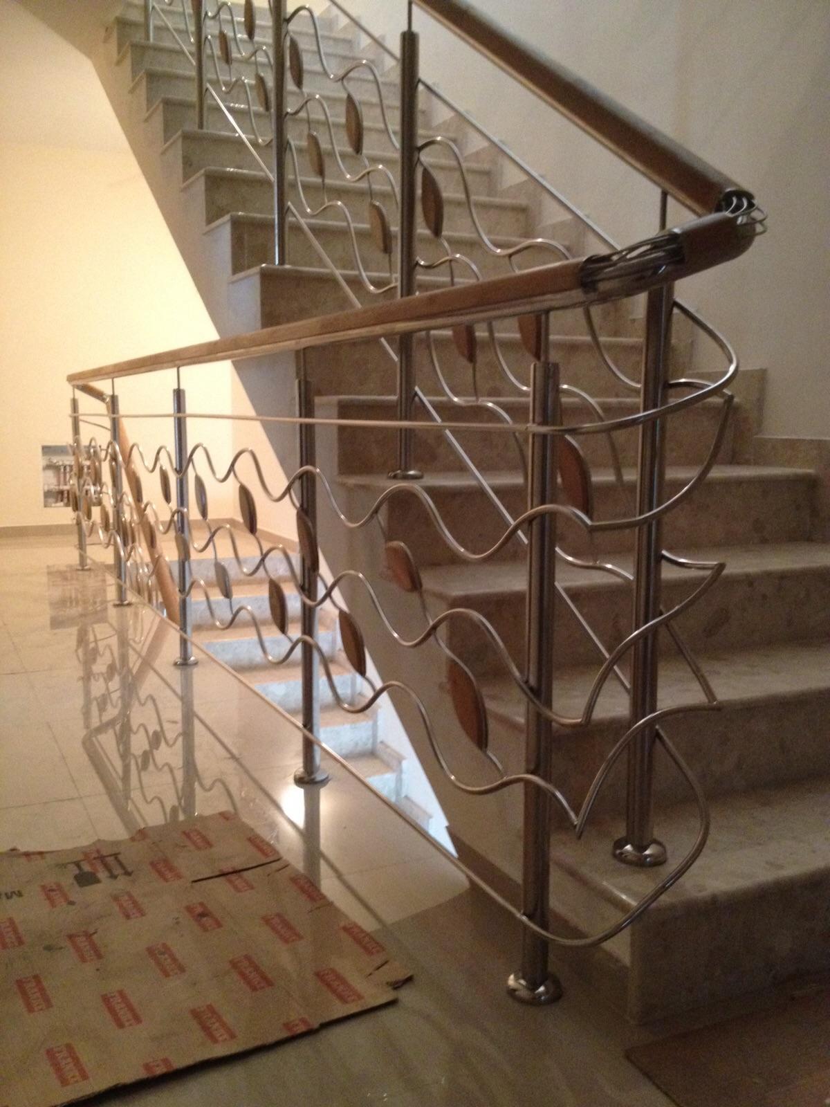 balustrada din inox model special cu intermediare. Black Bedroom Furniture Sets. Home Design Ideas