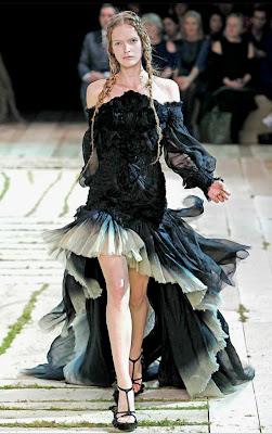 Alexander-McQueen_Model-Mirte-Maas