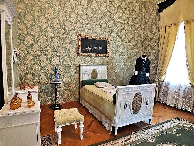 dormitorul doamnei palatul ruginoasa