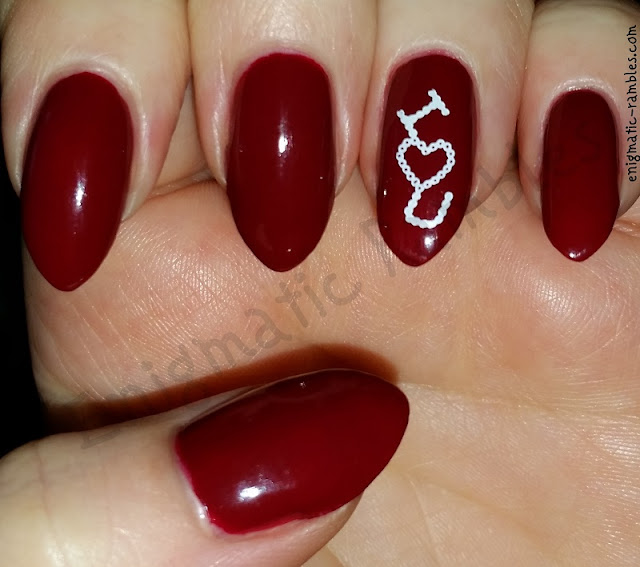 valentines-day-nails-nail-art-stamped-stamping-bm02-bundle-monster-02-essie-shall-we-chalet