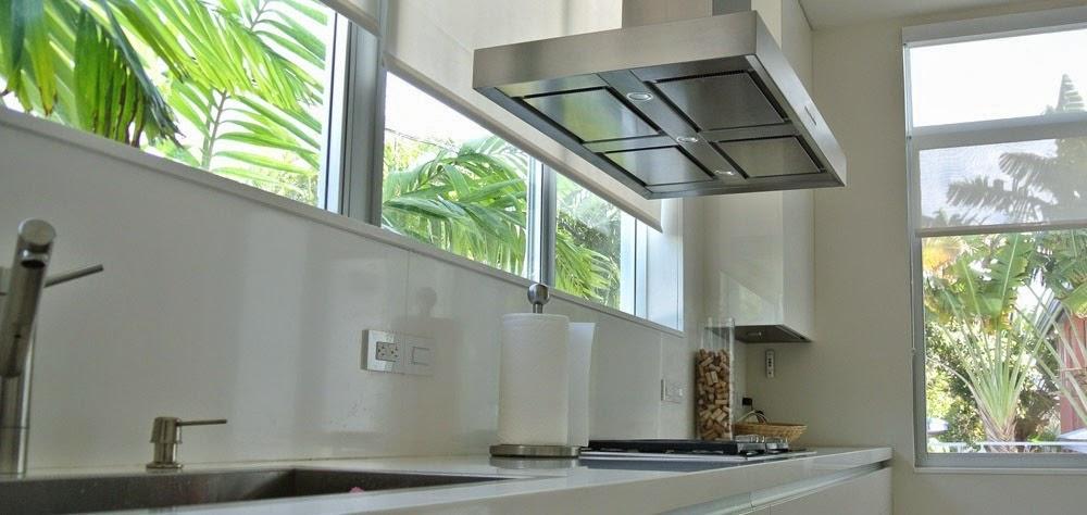 Bajo la ventana: un lugar poco habitual para cocinar   cocinas con ...