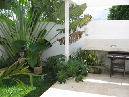 Decoraci n minimalista y contempor nea decoraci n de for Jardines traseros pequenos