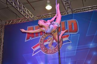Pole Dance além de emagrecer, define a musculatura (Divulgação)