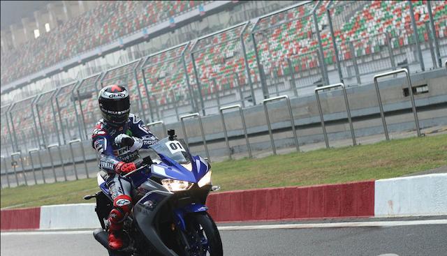 Jorge Lorenzo Ngebut Naik Yamaha YZF-R3 Di India