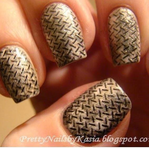 http://prettynailsbykasia.blogspot.com/2014/11/steel-nails-efekt-przypadkowy-blacha.html