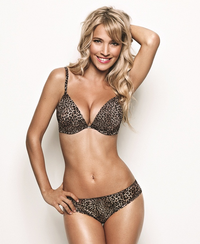 Luisana Lopilato Push-Up Bra Ultimo Lingerie