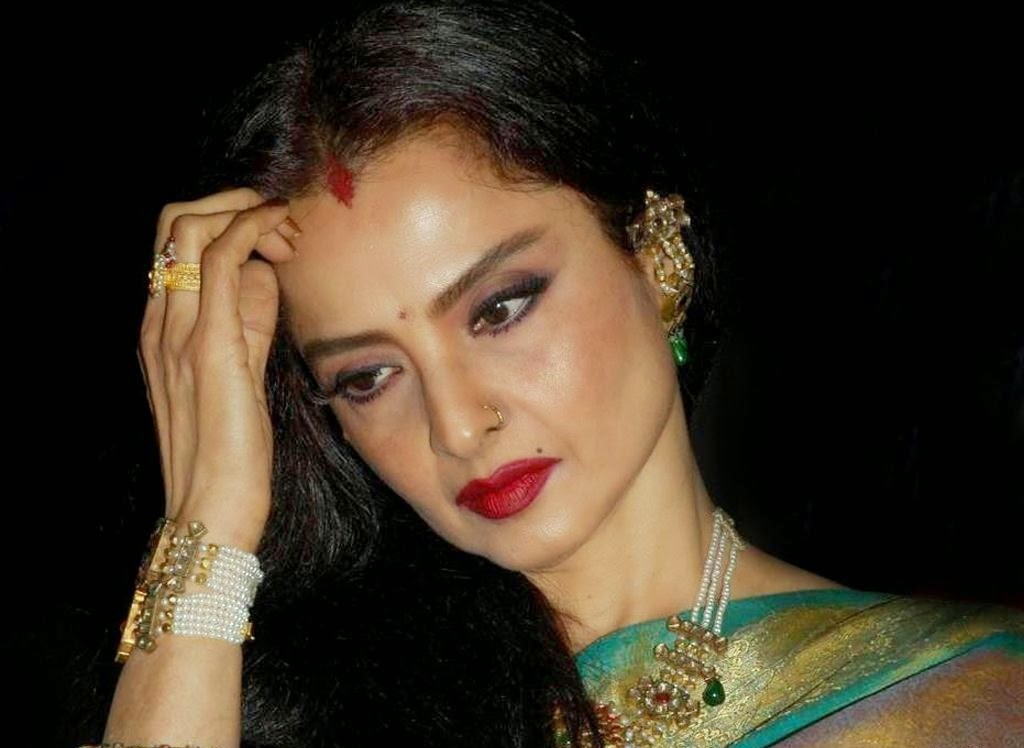 Old Is Gold Beautiful Rekha HD Wallpaper