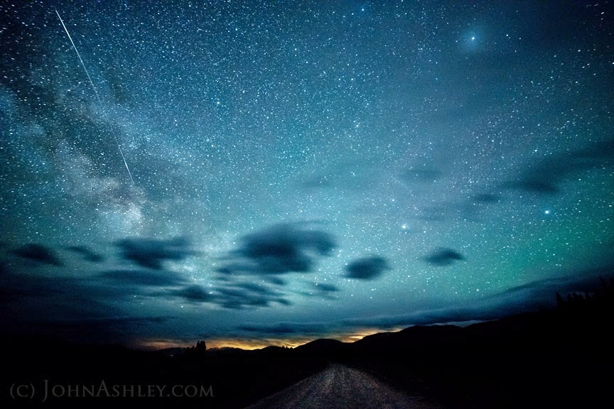Camelopardalid meteor and iridium flare (c) John Ashley