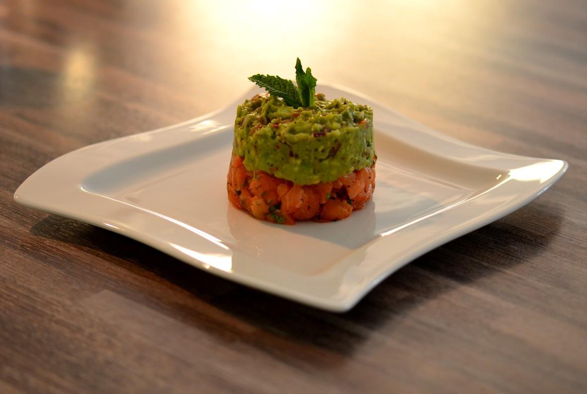 melina 39 s s es leben lachstatar mit avocado dip einfache und schnelle vorspeise. Black Bedroom Furniture Sets. Home Design Ideas