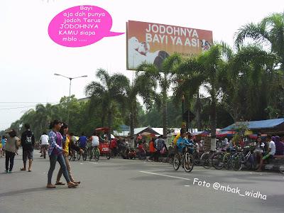 http://www.drpojokan.com/2013/11/klaten-car-free-day.html