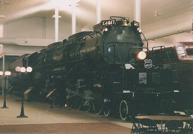 Gambar Kereta Api Lokomotif Uap Bigboy 4-8-8-4 4017 04