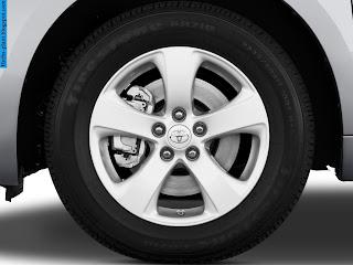 Toyota sienna car 2012 tyres/wheels - صور اطارات سيارة تويوتا سيينا 2012